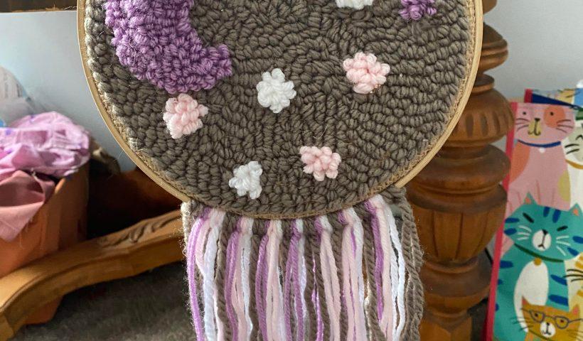 1oaqelmny4l41 820x480 - A little punch needle moonscape - hobbies, crafts
