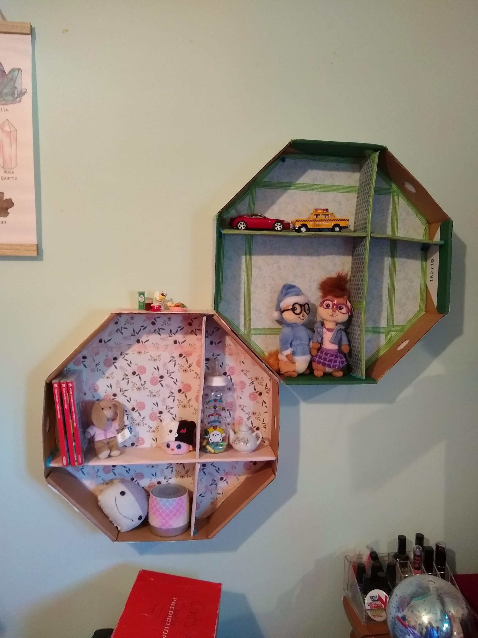 1p7wgfe5u7151 scaled - Hello! I made shelves from a present box - hobbies, crafts