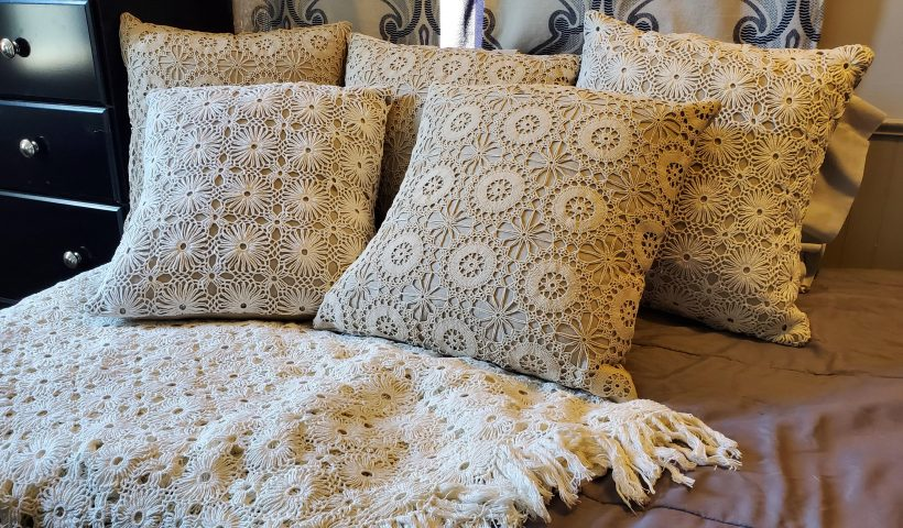 aide6r2e0y051 820x480 - I made pillows for the whole family out of my Grandma's unfinished crochet projects. - hobbies, crafts
