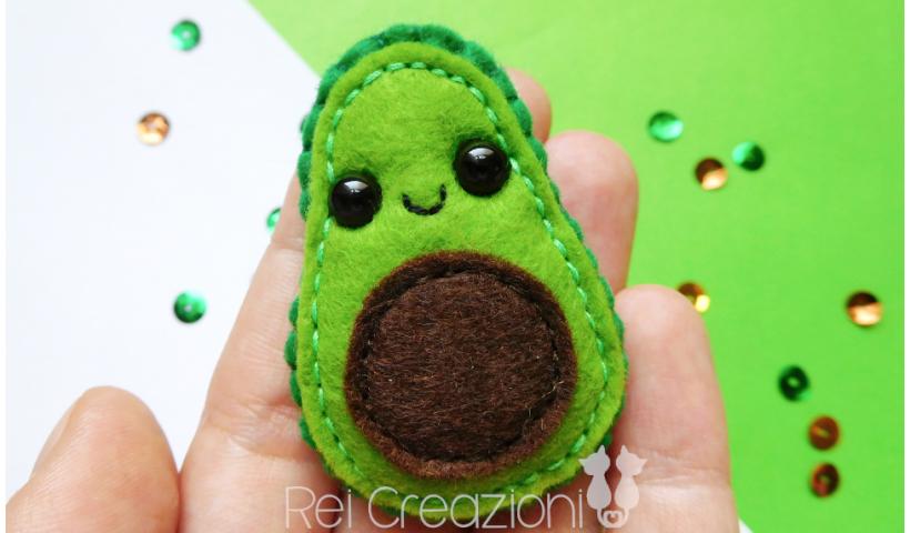 h8owq2ekqa751 820x480 - Felt avocado magnet - hobbies, crafts