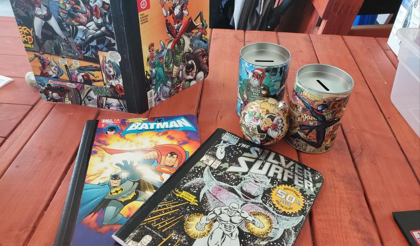 n264thr7ub751 820x480 - Making use of some old comic books! - hobbies, crafts