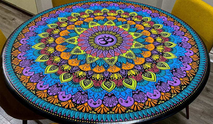 tiq14rusv8951 820x480 - My quarantine project: I painted a mandala on an old, beat-up table - hobbies, crafts