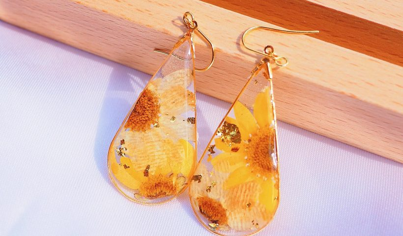 uwsggwtwff951 820x480 - Made these sunflower earrings with resin 🌼 - hobbies, crafts