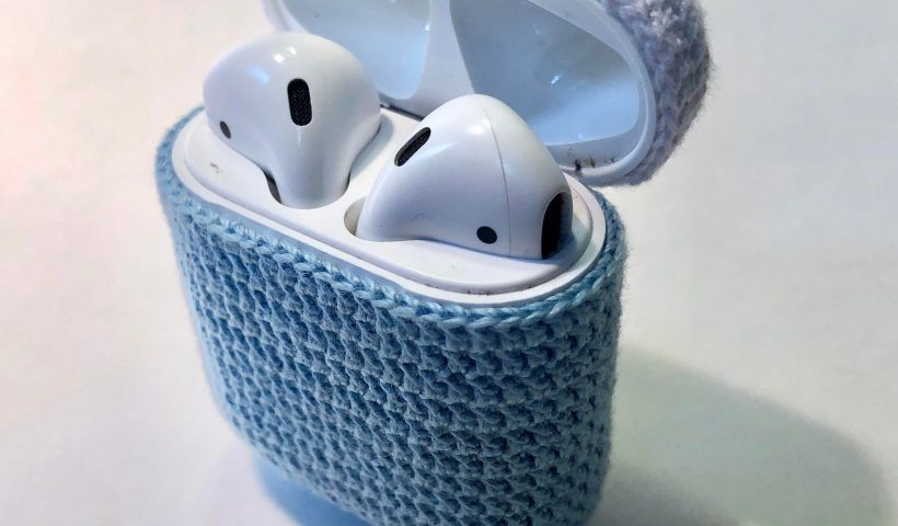 2uzgngjdlme51 820x480 - I made this airpod case 🤷‍♀️ gotta protect your technology! 😚 - hobbies, crafts