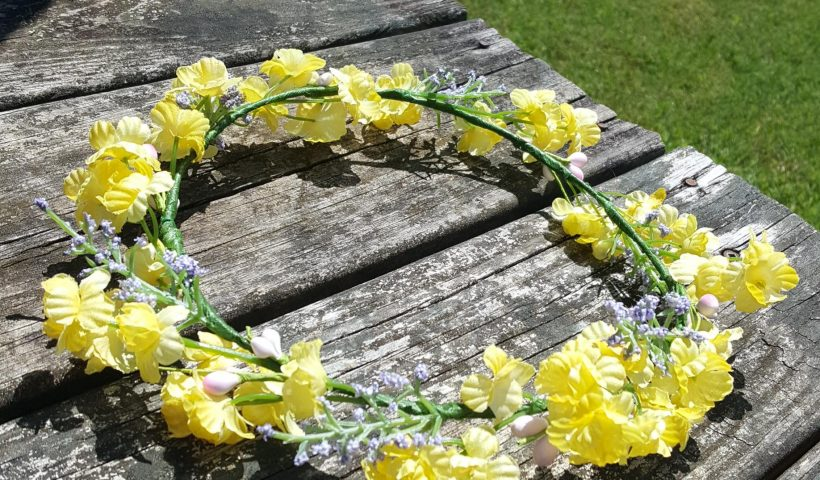 h9z43qtk34p51 820x480 - Made this crown for a friend a while ago, just decided to post it now; made with artificial flowers/buds, floral wire and tape (also posted this in r/flowercrowns) - hobbies, crafts