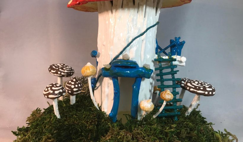 g1rod1gd1wr51 820x480 - Fairy House with Amanita Muscaria cap for roof - hobbies, crafts