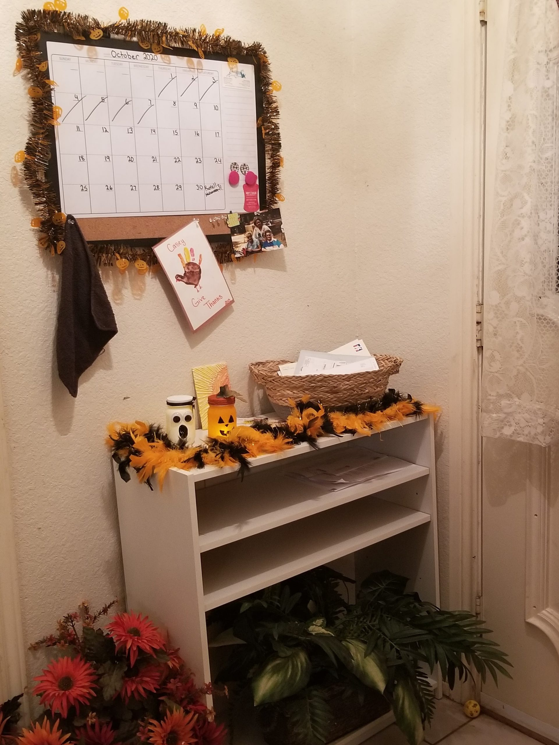 wlq5zssf1sr51 scaled - I decorated my entryway with a few Halloween crafts. - hobbies, crafts