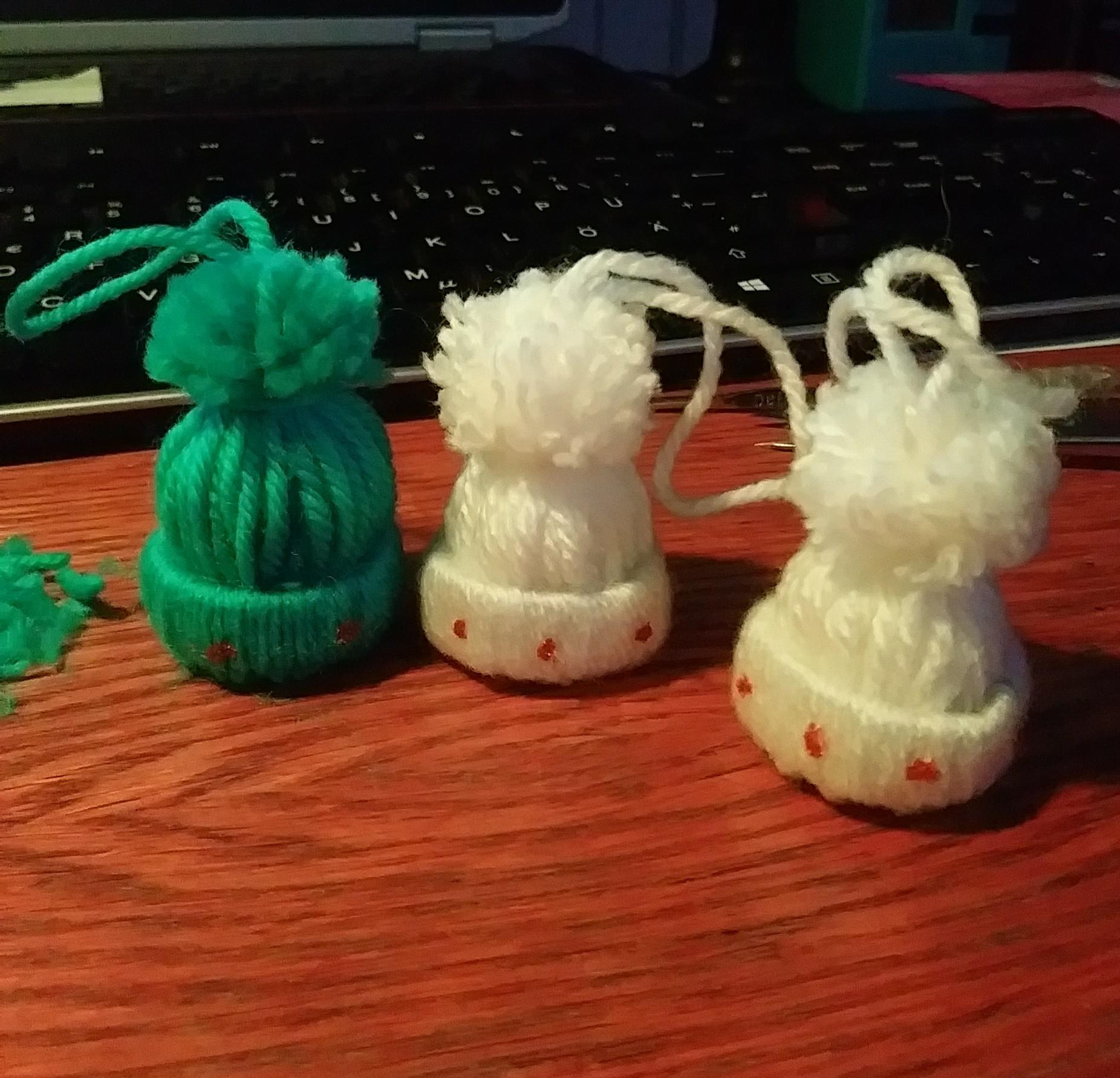 3197n8dxja161 - Inspired by some viral crafty videos, mini beanies I'm gonna give my sis as xmas decorations. - hobbies, crafts