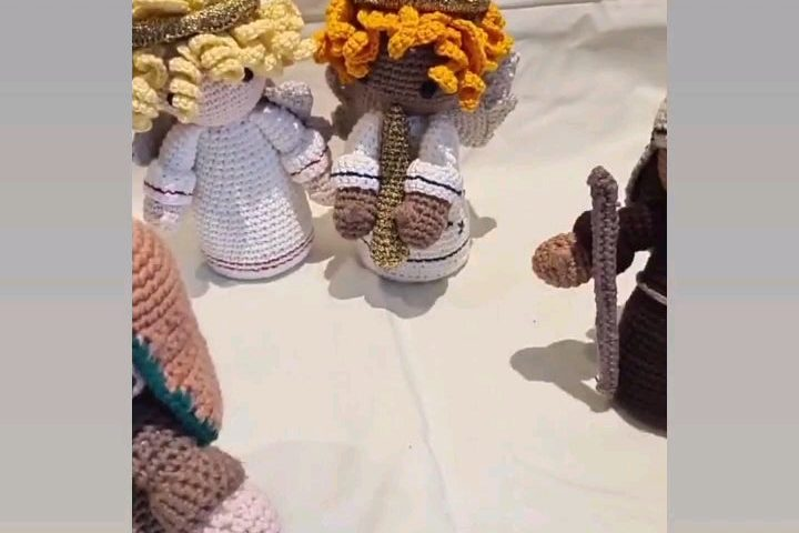 wcRO5TdHJVHslAWwPVXYA94QKCXGwDngTUdzW1BETwo 720x480 - My Mum's been crocheting throughout lockdown and has just finished making this entire nativity scene. She's decided to donate the whole thing to a local school. Super proud of her 🤍 - hobbies, crafts