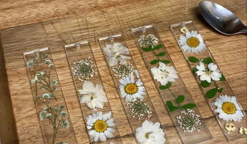 b35hcqmvb8361 820x480 - My first try at using resin and I made some bookmarks! - hobbies, crafts