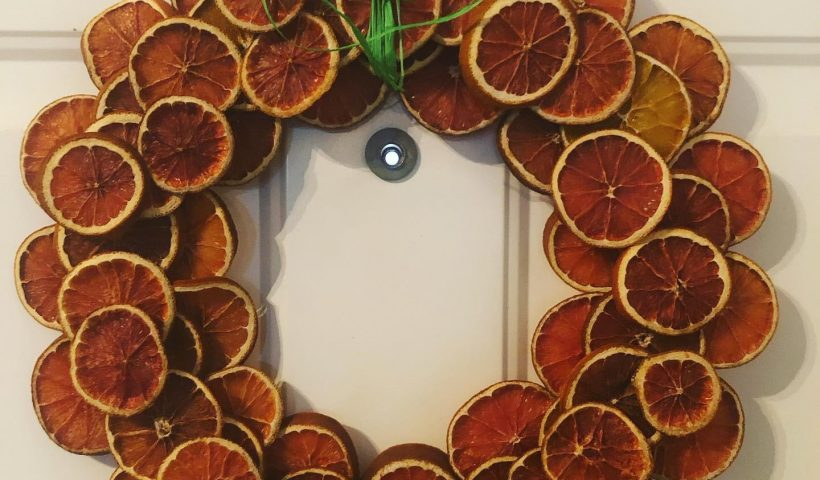 8vf1sh17n1b61 820x480 - Orange slice wreath - hobbies, crafts