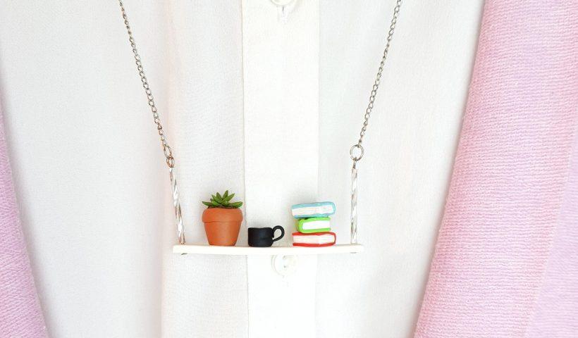95hjvhkk45861 820x480 - Miniature books shelf necklace - hobbies, crafts