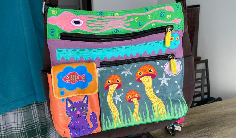 yakik0inu3e61 820x480 - painted one of my old purses yesterday :) - hobbies, crafts