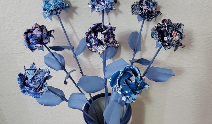 62c7nheuocj61 820x480 - Origami roses. Blooms, stems, leaves and thorns are folded, rolled and formed by hand. Covid Crafting! - hobbies, crafts