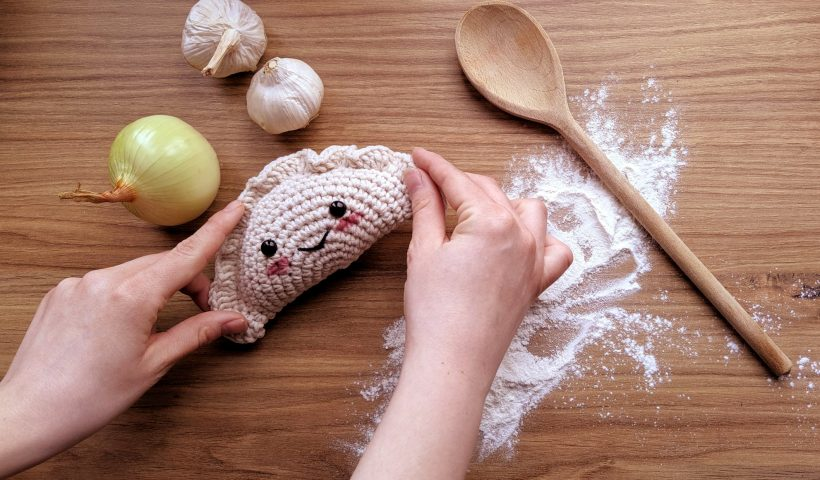 6njz6l5aflm61 820x480 - I made a small photoshoot for my crochet pierogi... The result is adorable! - hobbies, crafts